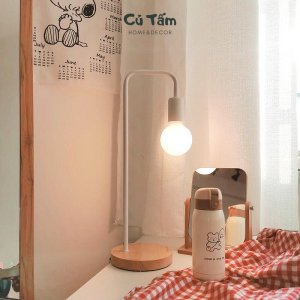 đèn để bàn : trang trí góc làm việc